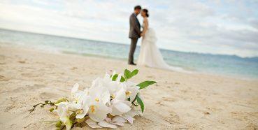 Pensando em se casar na praia? Aqui estão algumas dicas!