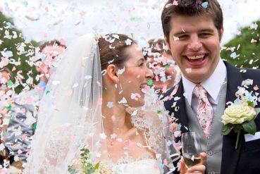 Da noiva aos convidados: entenda as roupas de casamento ideais